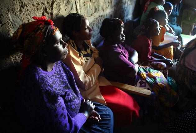 Οι χήρες της Κένυας και ένα σκληρό έθιμο: Ο βιασμός τους ως κάθαρση, μετά το θάνατο του