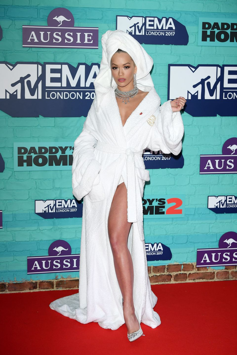 """Rita Ora took the pajama/loungewear trend to a new level when <a href=""""https://www.huffingtonpost.com/entry/rita-ora-wore-jus"""