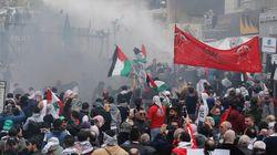 Δακρυγόνα και αντλίες νερού κατά διαδηλωτών έξω από την πρεσβεία των ΗΠΑ στη