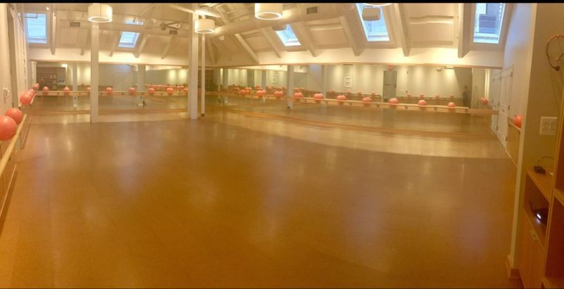 They have two studio like this. This photo is of the larger studio, which they use for larger classes so you have plenty of r