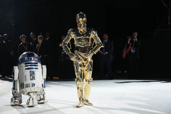 R2-D2 and C-3PO arrive on the red carpet for the world premiere of <em>Star Wars: The Last Jedi</em>
