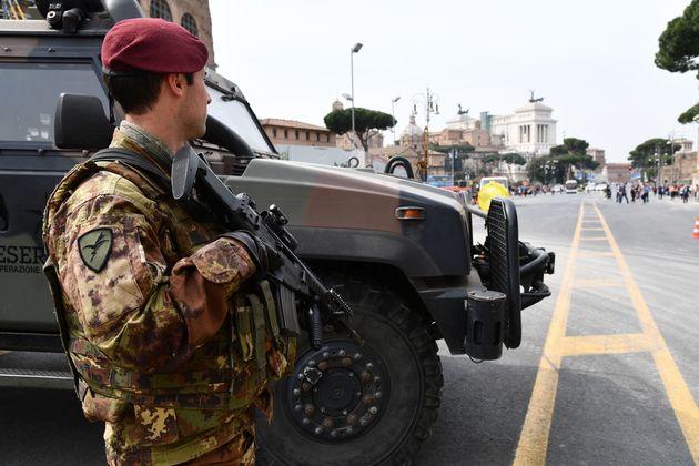 25 Κράτη-Μέλη ενισχύουν τη στρατιωτική συνεργασία