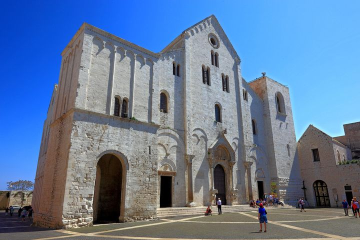 Many of St. Nicholas'remains are still buried in a crypt at the Basilica San Nicola in Bari.