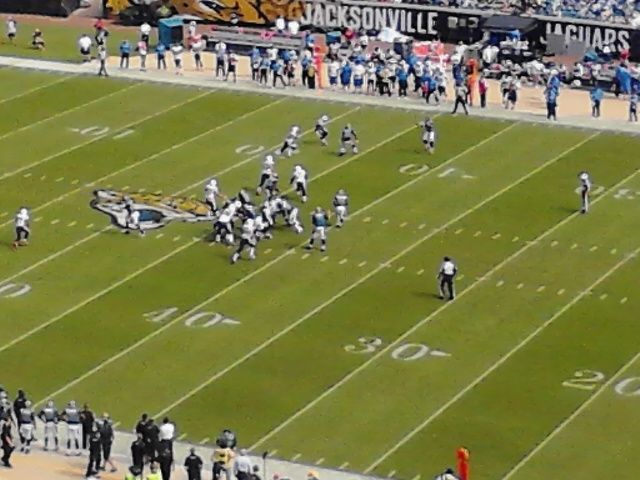 Chargers play the Jaguars in an NFL game.