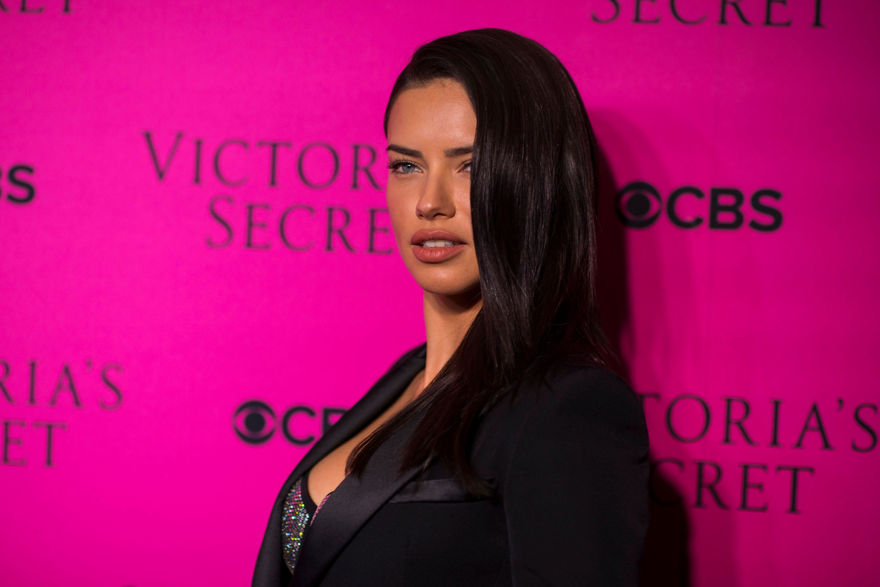 NEW YORK, NY - NOVEMBER 28:  Adriana Lima attends the 2017 Victoria's Secret Fashion Show viewing party pink carpet at Spring Studios on November 28, 2017 in New York City.  (Photo by Michael Stewart/WireImage)
