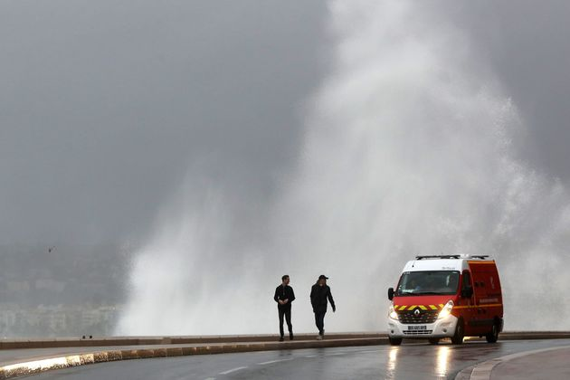 Ο χιονιάς στην Ευρώπη έφερε εκατοντάδες ακυρώσεις