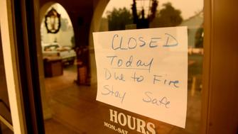 VENTURA, CALIFORNIA DECEMBER 6, 2017-Most buisness store owners closed there store as the Thomas Fire approaches in Ojai California on December 6, 2017. (Photo by Wally Skalij/Los Angeles Times via Getty Images)