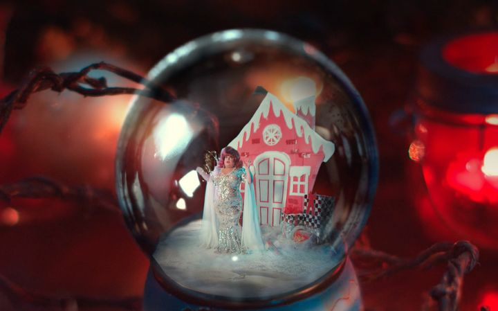 Shawn Adeli created this magic and put Ginger inside a snow globe.