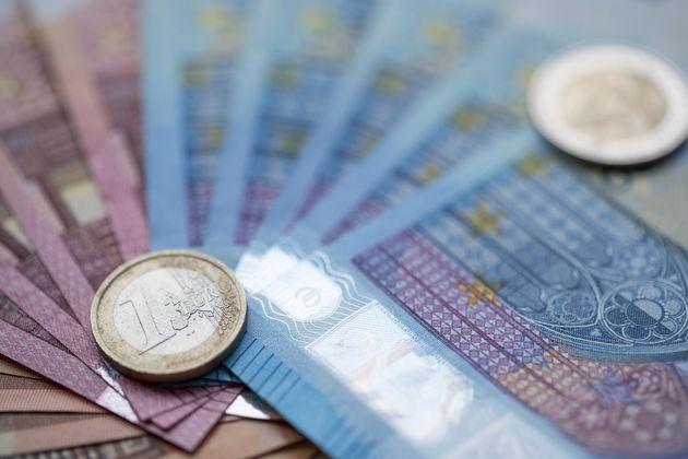 Κοντά στα 100 δισ. ευρώ οι συνολικές ληξιπρόθεσμες οφειλές προς το