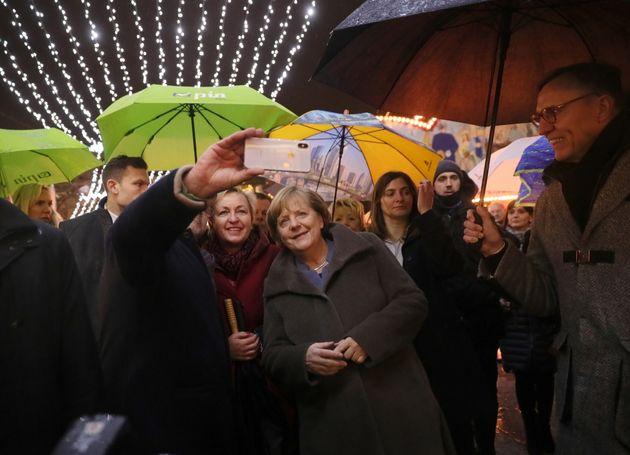 Merkel ließ sich mit Passanten