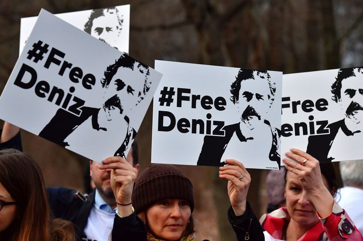Protesters in Berlin call for the release of German journalist DenizYücel,who has been detained in Turkey si