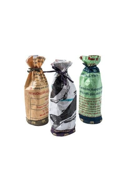 """<a rel=""""nofollow"""" href=""""https://www.tothemarket.com/wine-gift-bag.html"""" target=""""_blank"""">Wine bags</a> made of upcycled materi"""