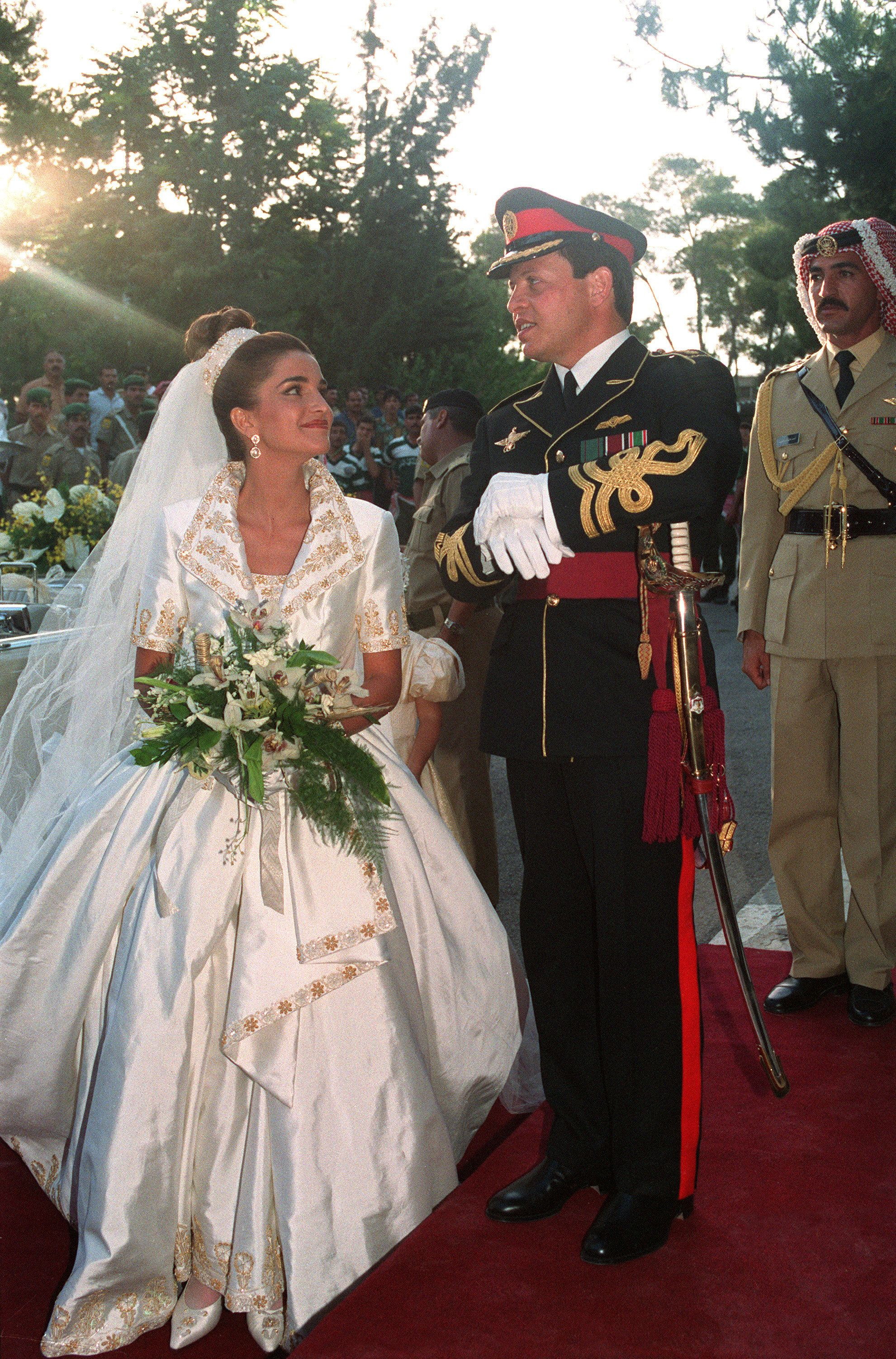 Queen Rania's gown for her 1993wedding to King Abdullah II (then Prince Abdullah) was anything but subtle.It feat