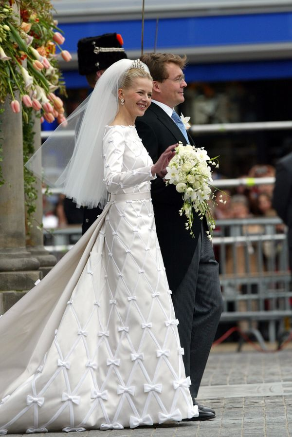 The former Mabel Wisse Smit's bow-covered wedding dress for her 2004 marriage toPrince Frisoof Orange-Nassau&nbsp