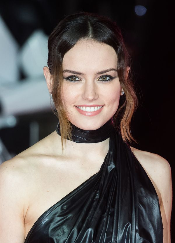 Daisy Ridley's extended winged eyeliner will add a touch of drama to any holiday party look. Note that her lips were left qui