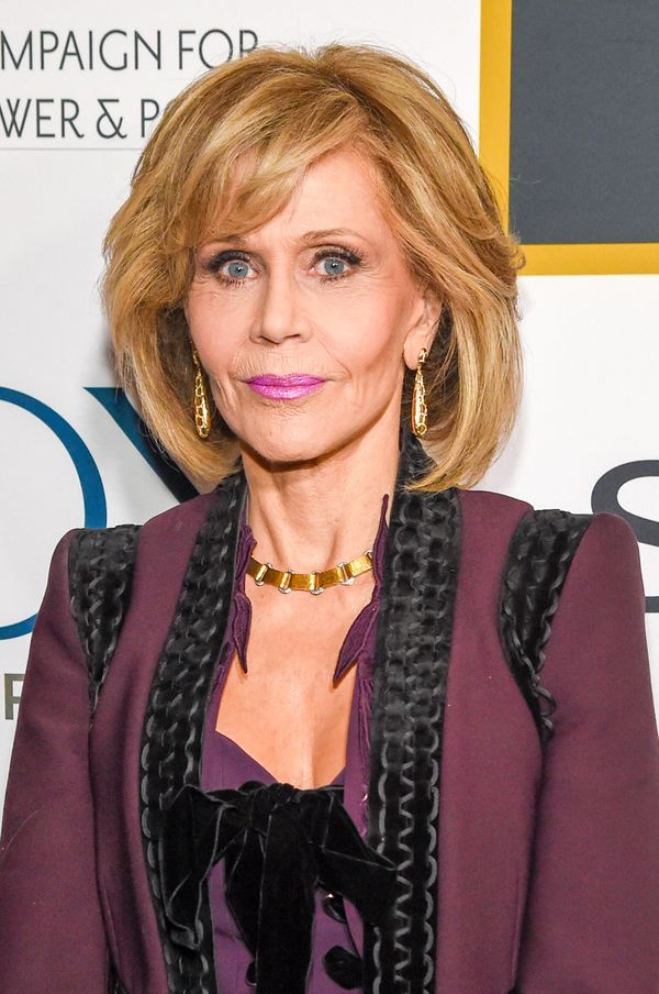 One thing we love about Jane Fonda is the fact that she's not afraid to take risks when it comes to beauty. Consider this bri