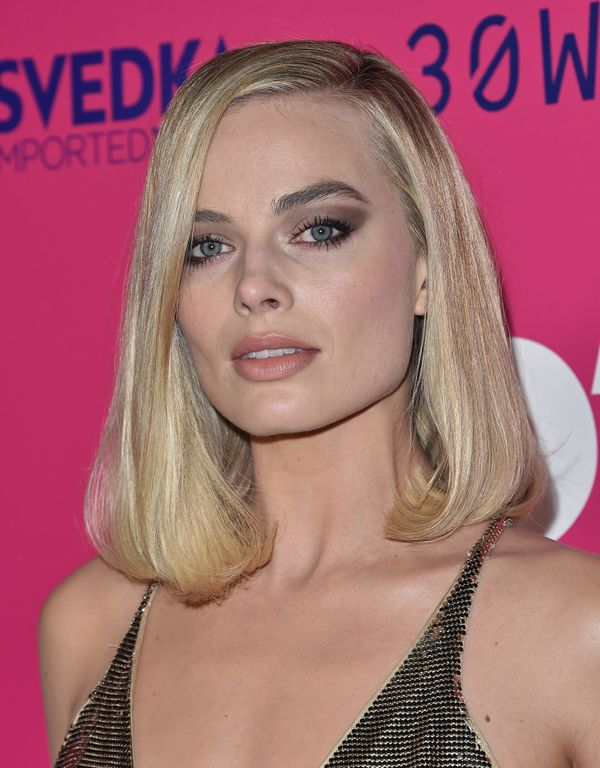 Margot Robbie's dramatic silvery-taupe eyeshadow makes a bold statement, but isn't over the top.