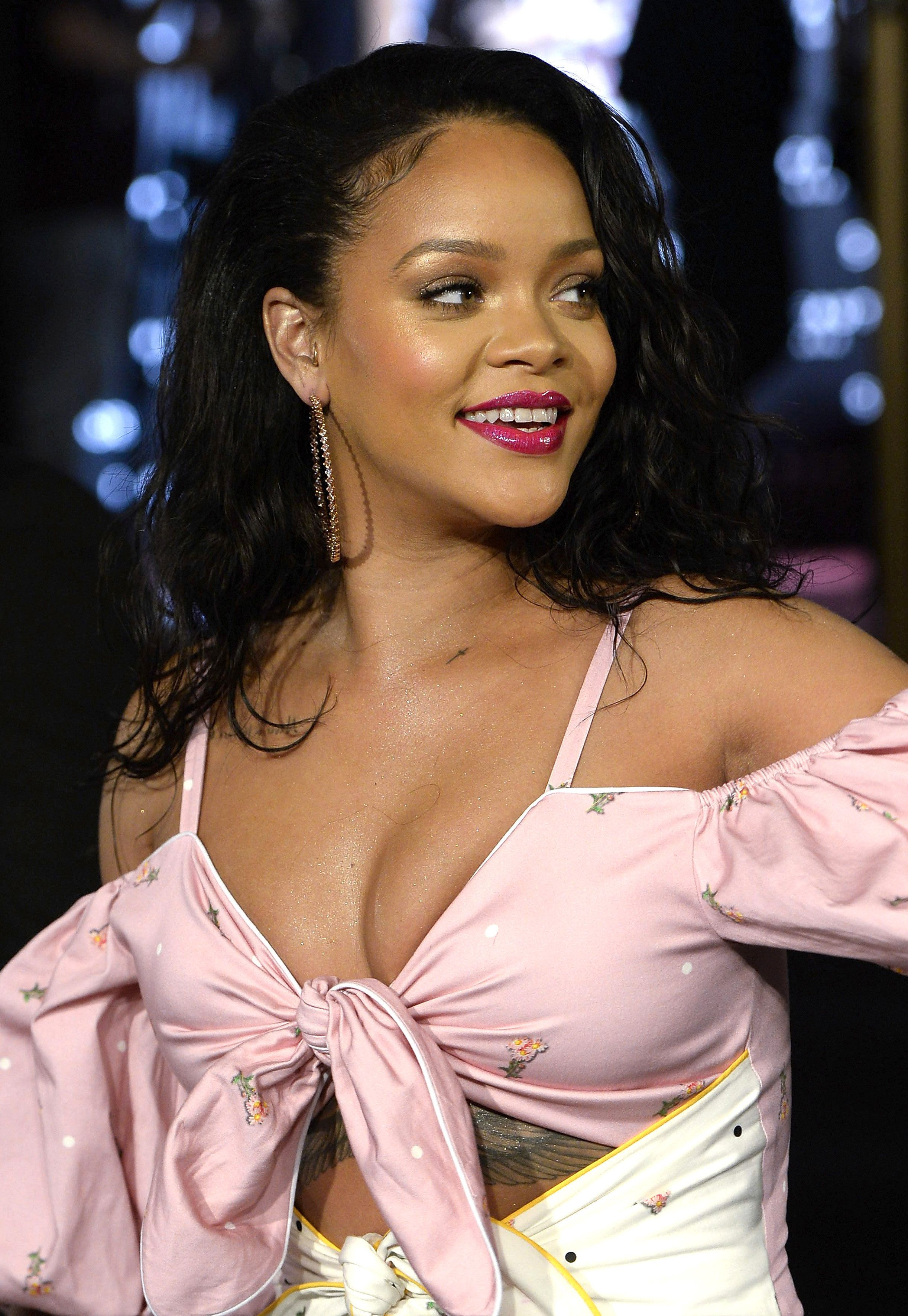 Like Lupita, we can always count on Rihanna to go bold with her beauty looks. This bright fuchsia lip -- complemented by some