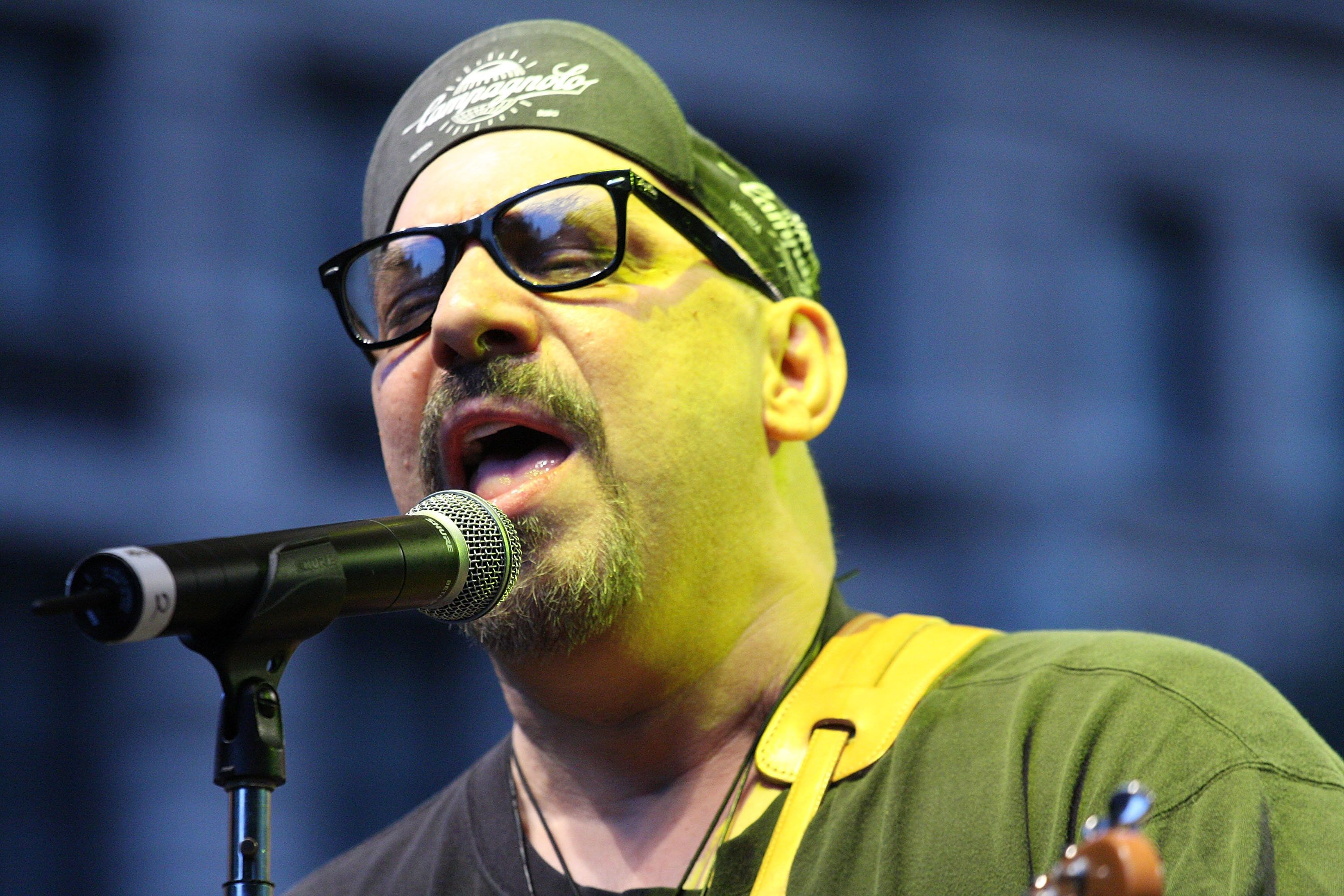 NEW YORK - AUGUST 27: Musician Pat Dinizio of the Smithereens performs at the 2009 J&R MusicFest at City Hall Park on August 27, 2009 in New York City. (Photo by Ben Hider/Getty Images)