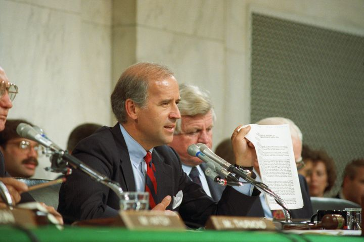 Biden holding up a copy of the FBI report on Hill during the 1991 committee hearings on Thomas.