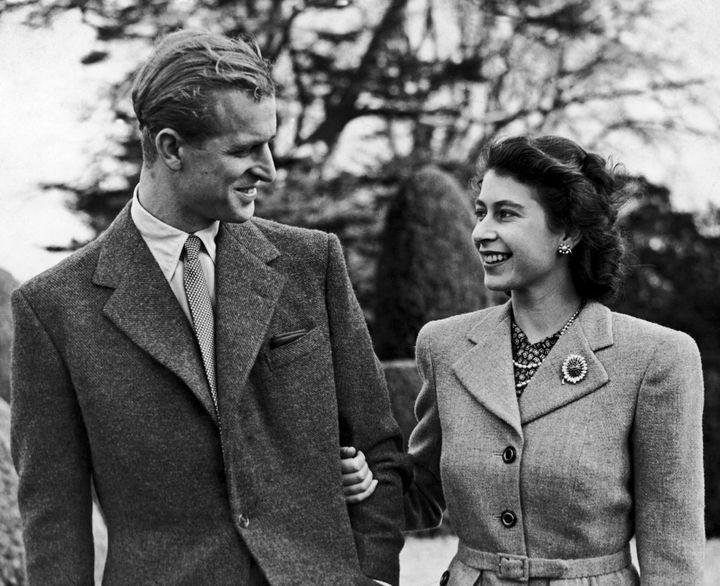 The pair walk arm in arm in November 1947.