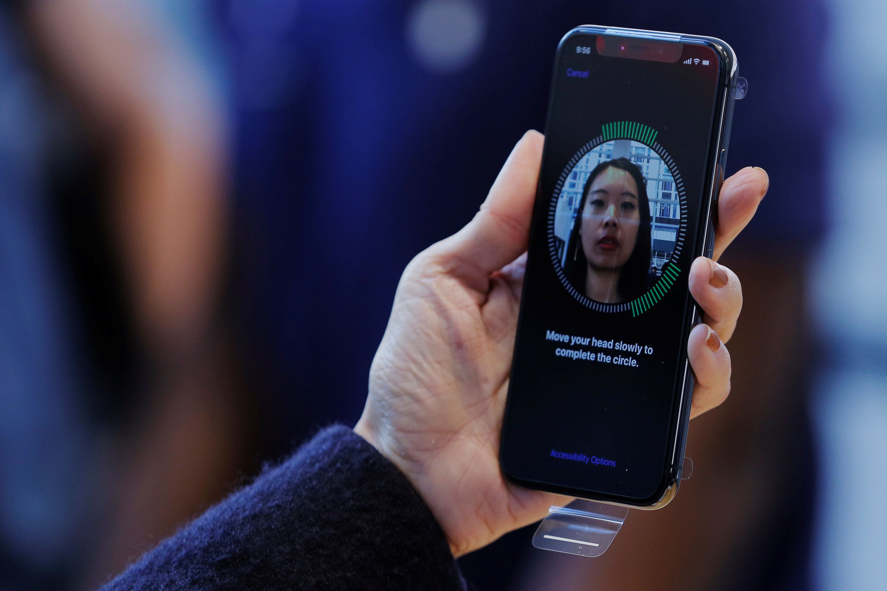 Worker Says Colleague Faked Out Her iPhone X's Facial Recognition
