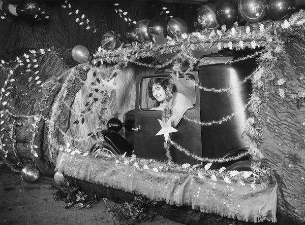 A giant Christmas cracker containing an Austin car on show in a Wanstead motor depot in 1929.