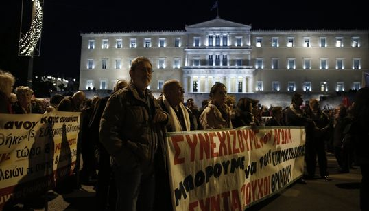 Μαζικό συλλαλητήριο συνταξιούχων στο Σύνταγμα ενάντια στις