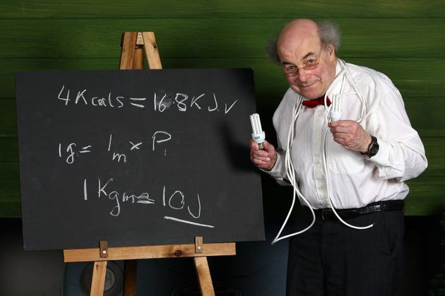 Heinz Wolff, Great Egg Race presenter and scientist, dies aged 89