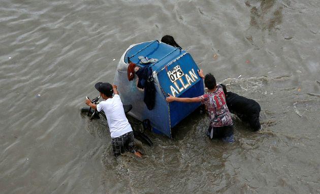 Toυλάχιστον 26 νεκροί στις Φιλιππίνες από τροπική