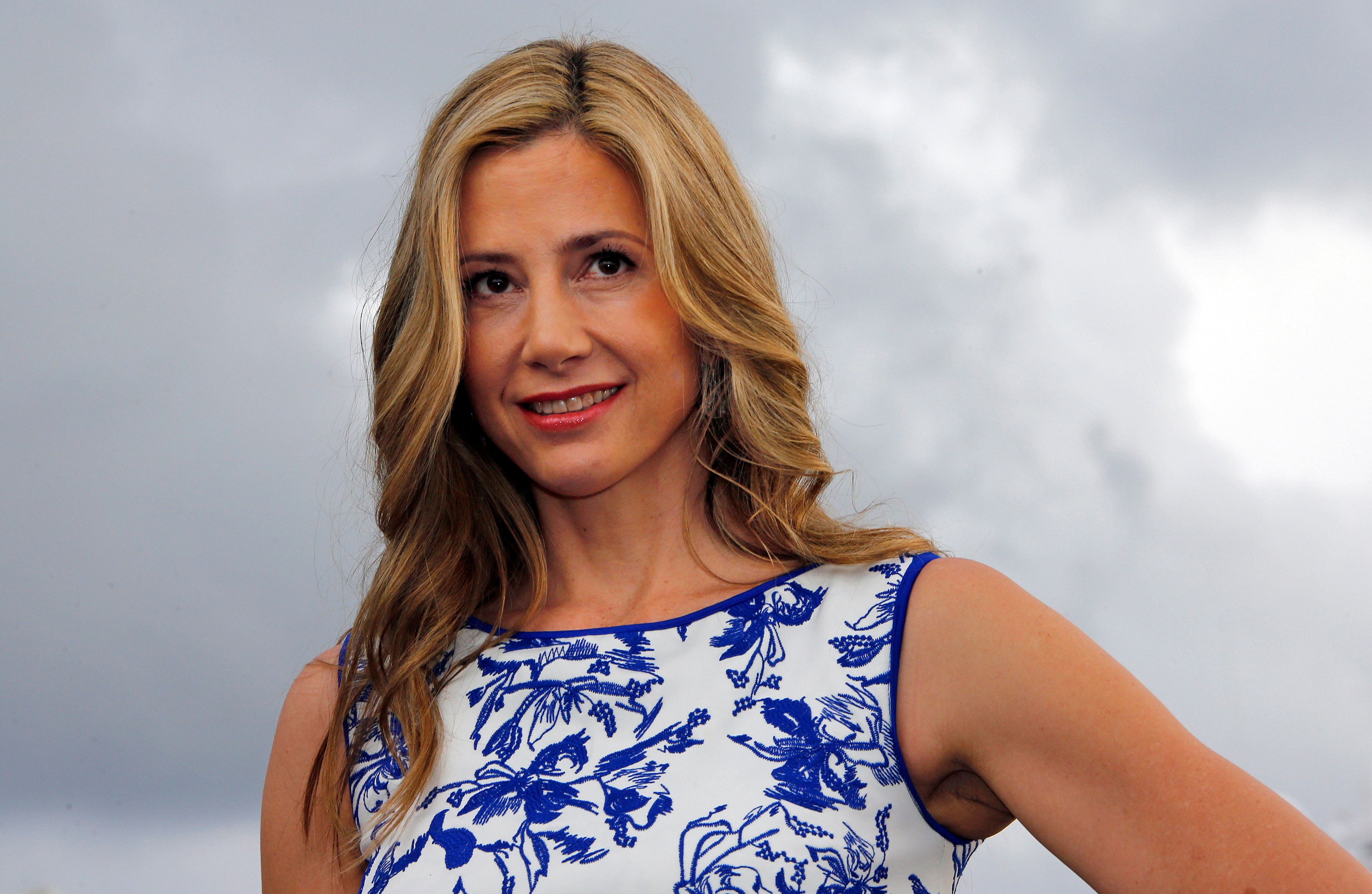 "Actress Mira Sorvino poses during a photocall for the television series ""Intruders"" during the annual MIPCOM television programme market in Cannes, October 13, 2014. REUTERS/Eric Gaillard (FRANCE - Tags: ENTERTAINMENT MEDIA)"