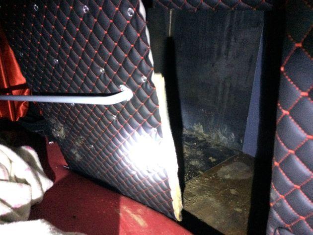 Θεσσαλονίκη: Έκρυψαν 6 μετανάστες σε χώρο στο κάτω μέρος