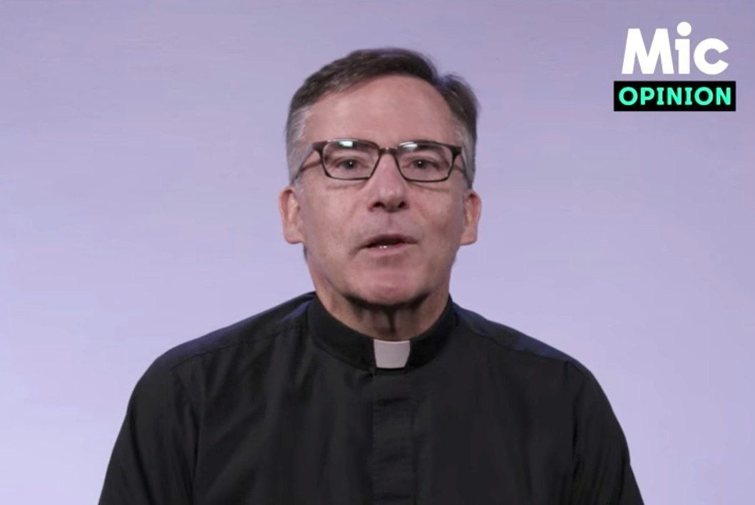 Jesuit Priest Debunks The 'War On Christmas' In The Best Way Possible