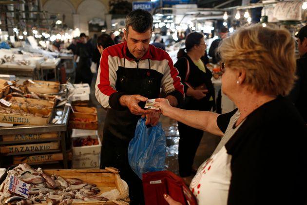 ΕΣΕΕ: Φθηνότερο κατά 1,29% σε σχέση με το 2016, το φετινό χριστουγεννιάτικο