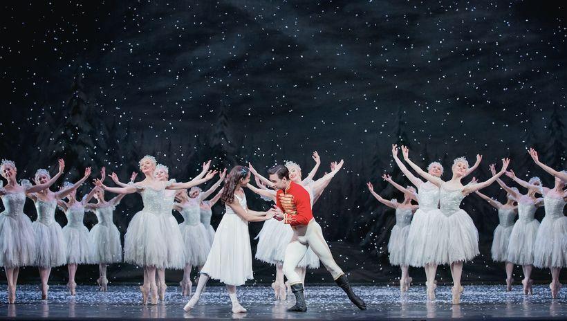 Francesca Hayward, Alexander Campbell and Royal Ballet artists in <em>The Nutcracker</em>