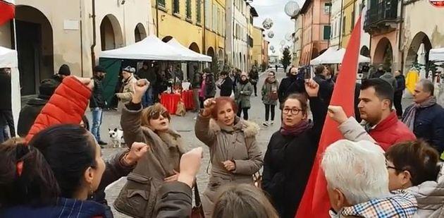 Ιταλία: Γυναίκες τραγουδούν το Bella Ciao μπροστά στους ακροδεξιούς της Casa