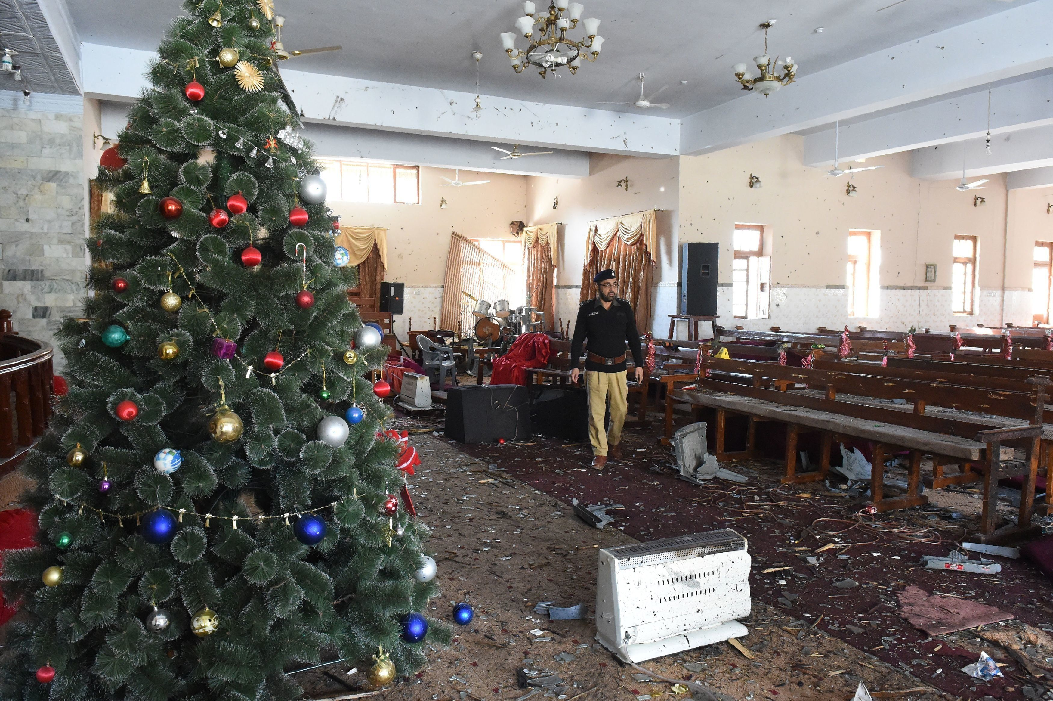 TOPSHOT - A Pakistani investigator collect evidence a day after a suicide attack in the Methodist Church in Quetta on December 18, 2017. A suicide bomb attack on a Pakistan church claimed by the Islamic State group killed at least eight people and wounded 30 during a service on December 17, just over a week before Christmas. / AFP PHOTO / BANARAS KHAN        (Photo credit should read BANARAS KHAN/AFP/Getty Images)