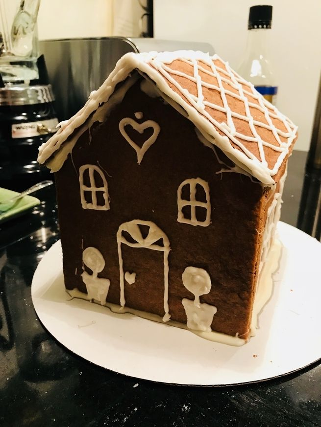 <p>We found that a dramatic lighting filter really improved the gingerbread house&#39;s look.</p>