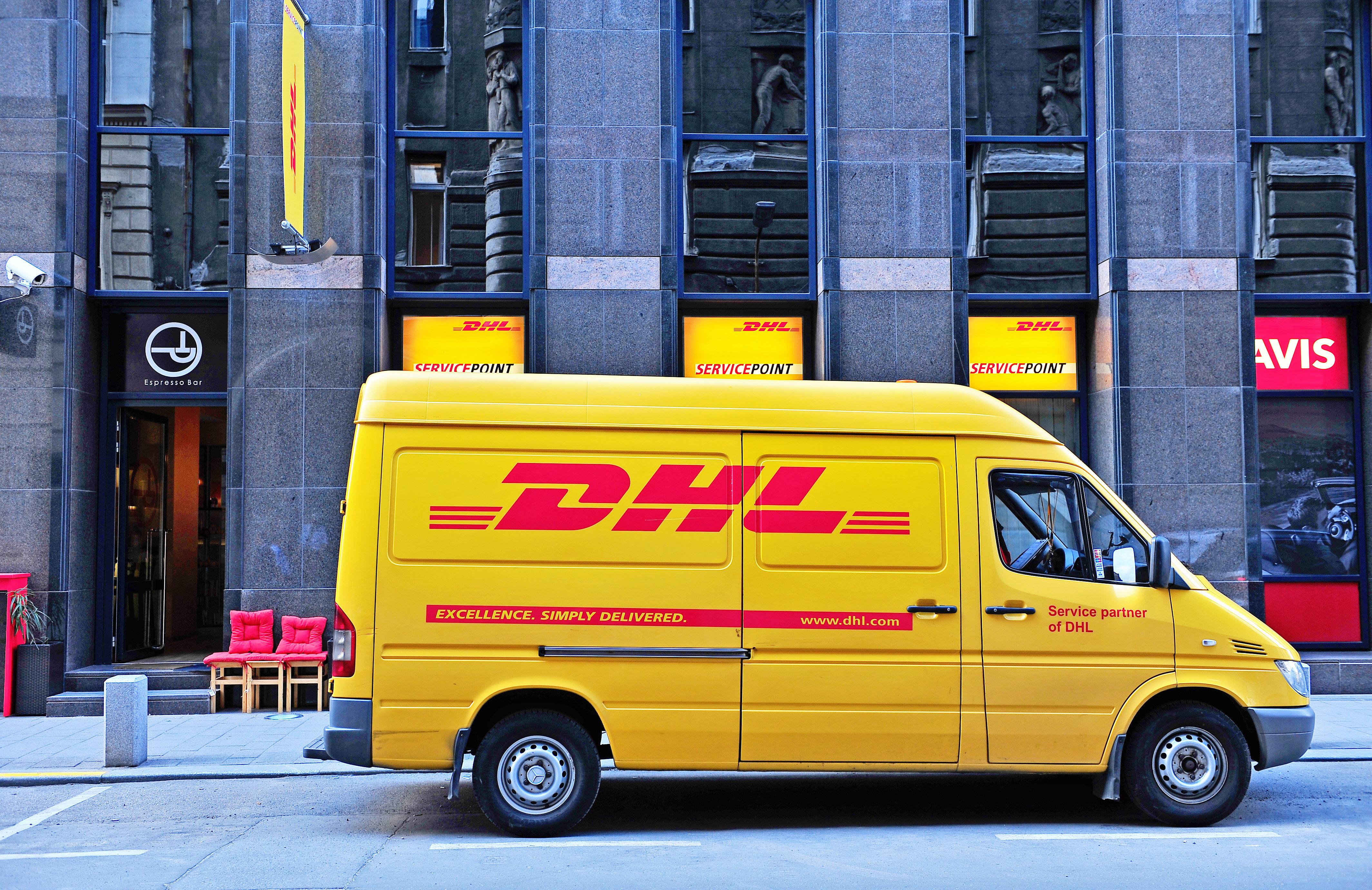 An den DHL-Boten, dem ich eine halbe Ewigkeit mit einem riesigen Paket hinterhergerannt bin