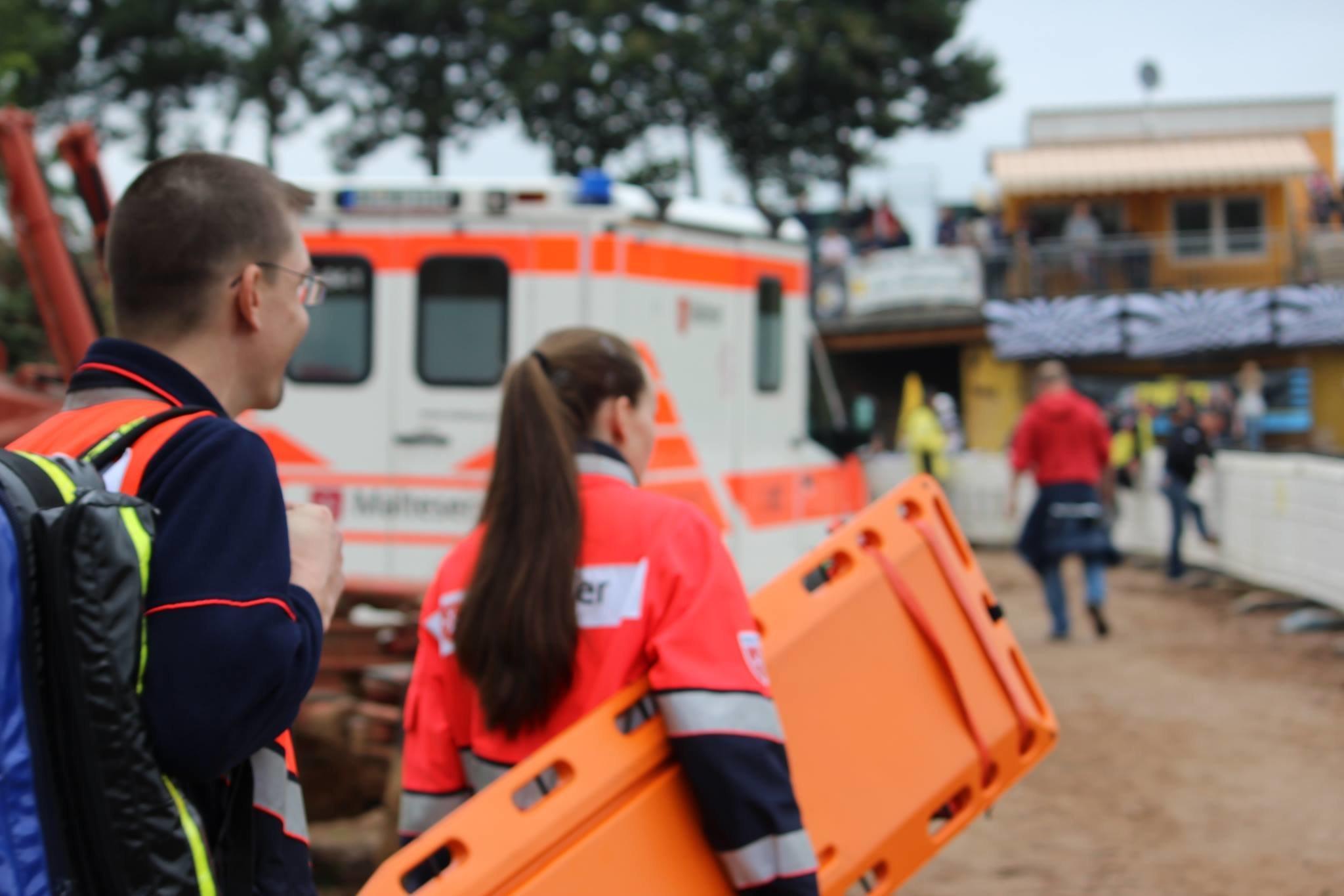 Sanitäter wollen nach Einsatz zurück in den Krankenwagen, dann entdecken sie eine dreiste Nachricht