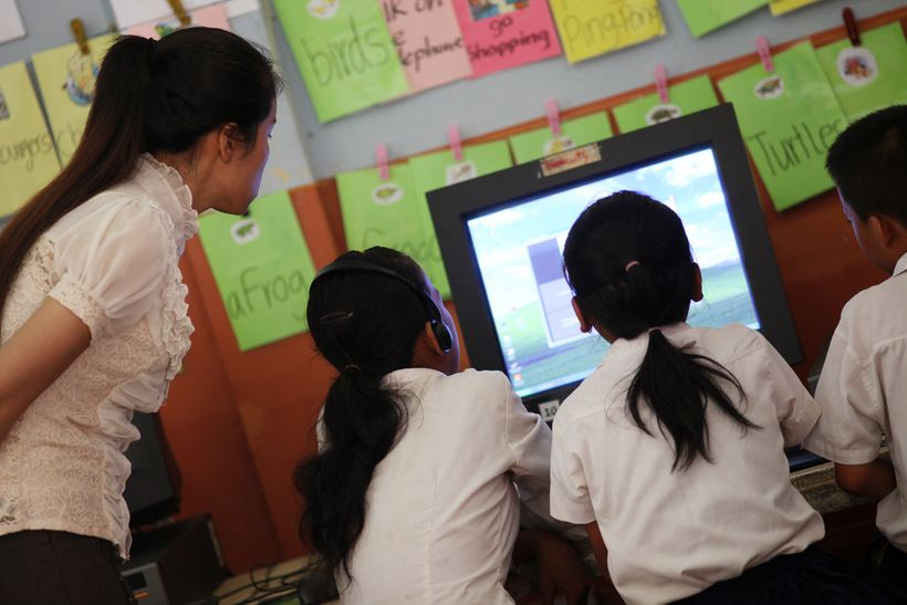 Students learning English via a computer software (location: Spean Chreav Amelio Primary School, Siem Reap, Cambodia)