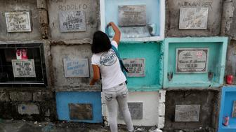 Kathrina Polo visits the tomb of her late husband Cherwen Polo, who was shot and killed by policemen inside their house, at a cemetery in Novaliches, Quezon City, Metro Manila, Philippines November 21, 2017. Picture taken November 21, 2017.  To match Special Report PHILIPPINES-DRUGS/SQUAD    REUTERS/Erik De Castro