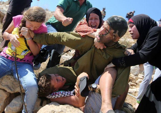 O ισραηλινός στρατός συνέλαβε την 17χρονη Αhed Tamimi, το κορίτσι-σύμβολο της νέας γενιάς αντίστασης...