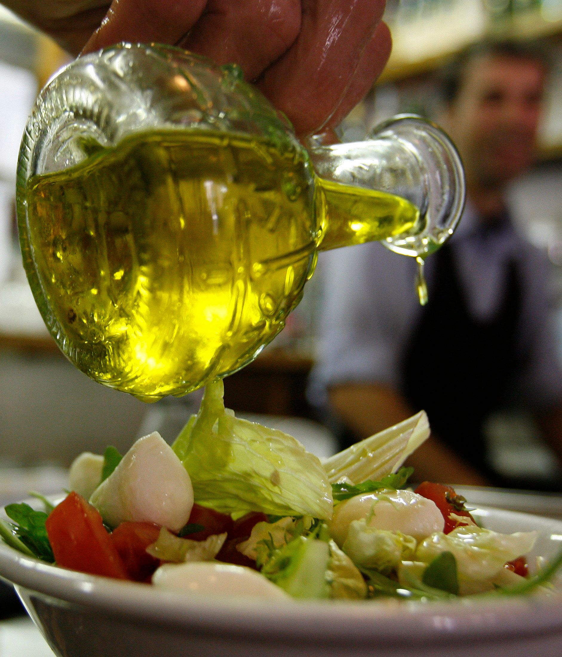 Τέλος το χύμα ελαιόλαδο στα εστιατόρια από την 1η Ιανουαρίου