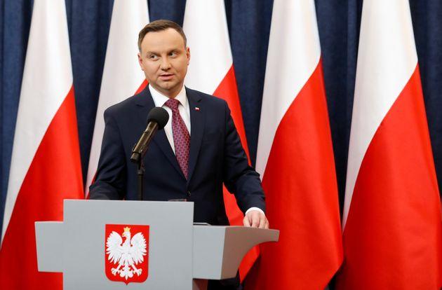 Απειλή για βέτο από Ουγγαρία στις ευρωπαϊκές κυρώσεις κατά της Πολωνίας. Επιμένει για τη δικαστική μεταρρύθμιση...