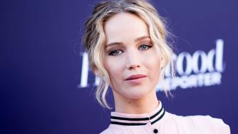 Actress Jennifer Lawrence attends The Hollywood Reporter 2017 Women In Entertainment Breakfast, on December 6, 2017, in Hollywood, California. / AFP PHOTO / VALERIE MACON        (Photo credit should read VALERIE MACON/AFP/Getty Images)