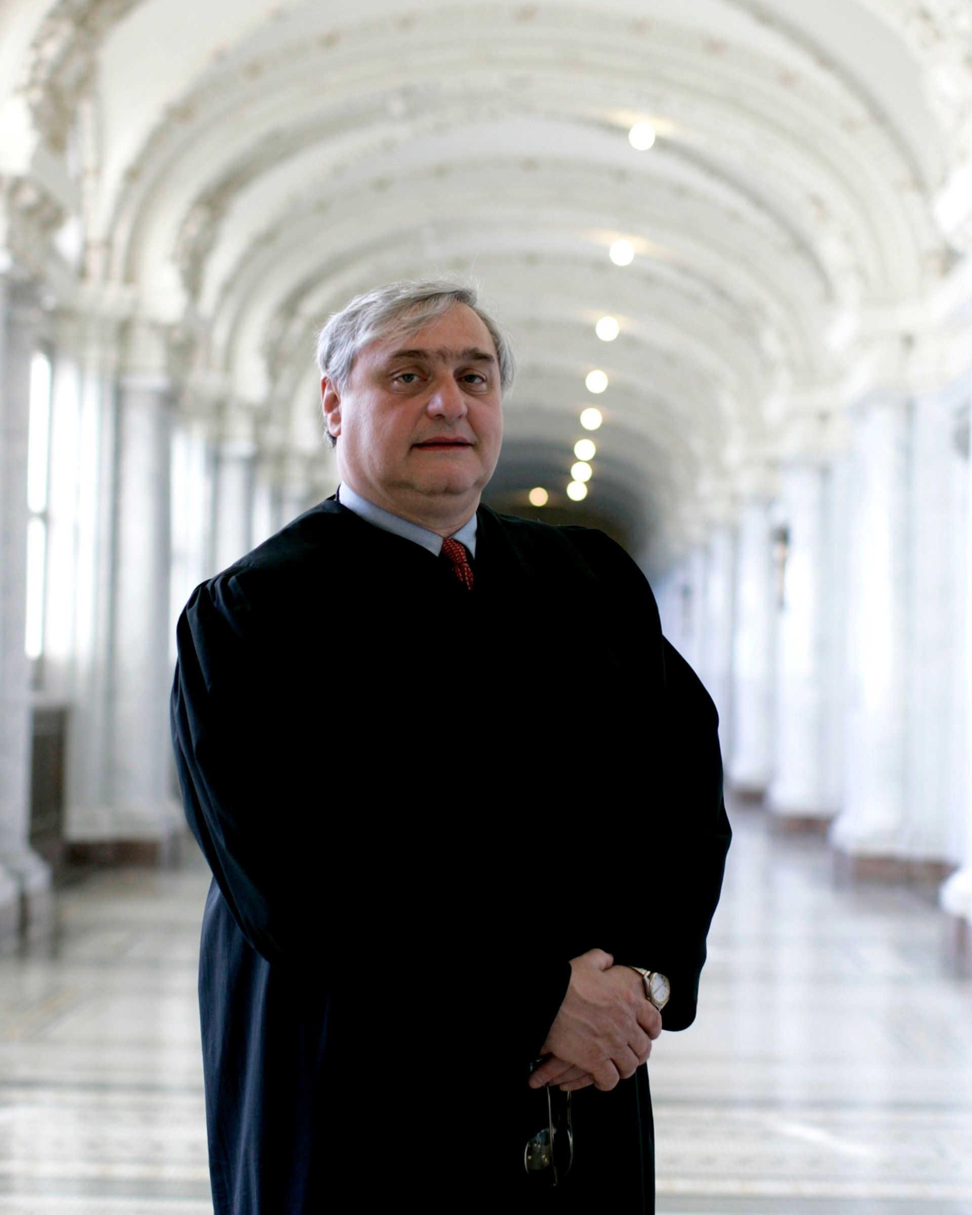 Judge Alex Kozinski resigns after accusations of sexual abuse