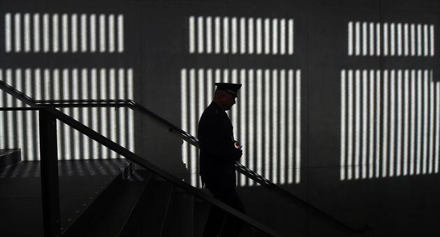 «Η ζωή μέσα σε ένα κλουβί»: Ένας Γερμανός δεσμοφύλακας