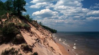 Indiana, Lake Michigan, Central Beach Vista, Beachcomber, Indiana Dunes National Lakeshore. (Photo by: Jeff Greenberg/UIG via Getty Images)