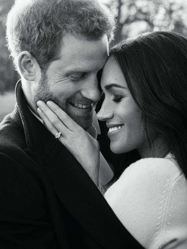 Στη δημοσιότητα οι επίσημες φωτογραφίες αρραβώνα του πρίγκιπα Harry με τη Meghan